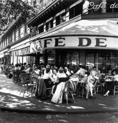 Paris - Café de Flore1952 Robert Capa / International Center of Photography