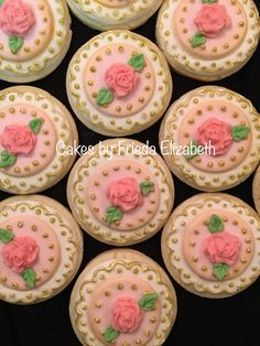 Pink roses sugar cookies.