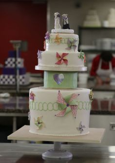 Ten Things About Buddy Valastro Wedding Cakes You Have To Experience It Yourself - buddy valastro wedding cakes Buddy Valastro, Cake Boss Buddy, Carlos Bakery, Just Cakes, Edible Art, Let Them Eat Cake, Amazing Cakes, Cupcake Cakes, Cupcake