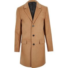 River Island Tan smart overcoat (62.950 CLP) ❤ liked on Polyvore featuring men's fashion, men's clothing, men's outerwear, men's coats, coats, brown, mens tan coat, mens brown coat and tall mens coats
