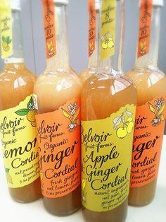 数量限定! 有機コーディアル『レモン』『ジンジャー』『アップル&ジンジャー』  イギリスの伝統的な飲み物、コーディアルをご存じですか?  旬の季節に摘み取ったハーブやフルーツを生の状態でシロップに漬け込んだ濃縮タイプのドリンクで、水やソーダ、お酒などで7〜10倍に希釈して飲みます。  こんな寒い日は、お湯で割ってHotドリンク♪ ちょっと飲むだけでポカポカになりますよ(゜∇^d)!!