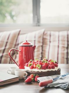 Flourless Chocolate Cake from A Table for Two Dixon Dixon Law Chocolate Strawberry Cake, Strawberry Cakes, Strawberry Fields, Delicious Desserts, Dessert Recipes, Yummy Food, Yummy Yummy, Healthy Food, Gluten Free Party Food