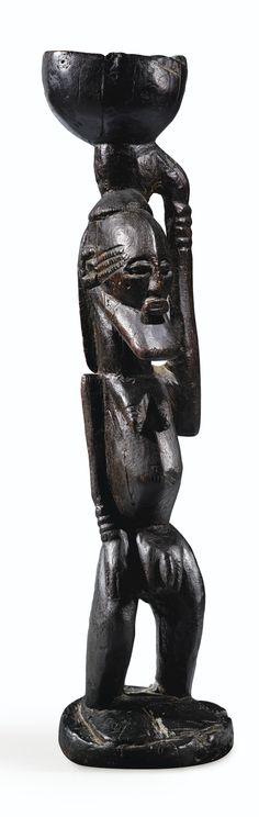 Statue, Dogon Djennenké, Mali FIGURE, DOGON DJENNENKÉ, MALI haut. 40 cm Collecté in situ par Hélène et Henri Kamer en 1956