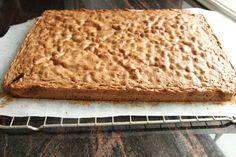 Firkløverkake i langpanne - krem.no Banana Bread, Food And Drink, Cooking Recipes, Baking, Bread Making, Cooker Recipes, Patisserie, Backen