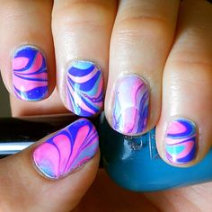We always love a good water swirl, but we extra adore the colors on this one from @kerry_fingertips