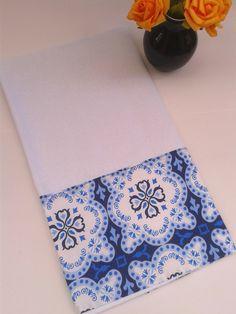 Pano de prato de saco com barrado 100% algodão. <br>Dimensões: 46 cm x 74cm