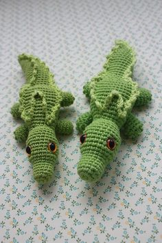 Crochet Alligator Pattern - thefriendlyredfox.com | 354x236