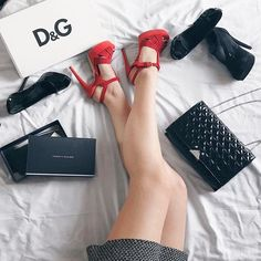 Lazy Sunday! 👌🏻........#shoes #picoftheday #style #fashion #flatlay #fashionblogger #blogger #black #white #red #armani #armanibag #emporioarmani #santeshoes #tommyhilfiger #dolcegabbana #zara #shoesoftheday #sunday #sundaymood