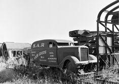 South Australian Railways railcar mail truck OLD Last Mile, Railroad History, Rail Transport, Rail Car, Diesel Punk, Old Trucks, Motor Car, Tractors, Abandoned