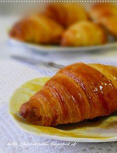 http://pezzettiello.blogspot.it/2012/04/ancora-croissants_17.html