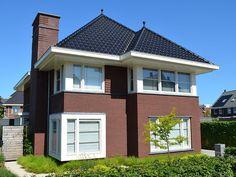 Dutch Netherlands, Jaba, Ramen, Holland, Garage Doors, Villa, Mansions, House Styles, Outdoor Decor