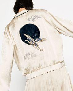 Afbeelding 1 van SATIJNEN BOMBERJACK MET BORDUURSEL van Zara