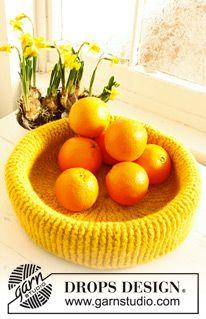 """Felted DROPS Easter fruit basket in 2 strands """"Eskimo""""."""
