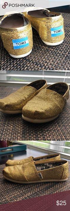 TOMS GOLD Size3Y Lake Mycoskie founded TOMS in 2006 after an inspirational trip to South America, where many children in poverty lacked shoes. The designer adapted the traditional Argentine alpargata shoe and launched TOMS with the mission of donating a pair of shoes for every pair he sold. These are one of TOMS favorite editions the Glimmer of Hope One for One. I have worn these a few time just during the holidays I wear a women's 5 1/2 and they fit perfectly. They Glitter printed super…