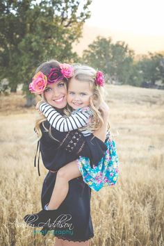 Family photo ideas. Family photo shoot. Boho family photos.  Mother and daughter photo.  Mommy/daughter photos. Family picture. Photography.