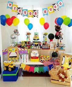 Festa muito linda, e colorida claro, com tema Toy Story, adorei! By @lorenfesta  #kikidsparty