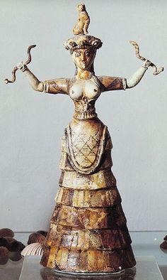 """The Snake Goddess.   Crete    De Kretenzische mode was in de oudheid toch een tikkeltje """"exibitionistisch"""" he?"""