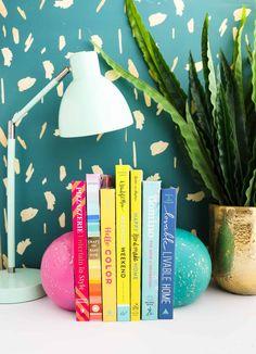 DIY Splatter Painted Concerete Sphere Bookends