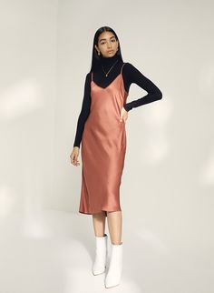 Slip Dress Outfit, Dress And Sneakers Outfit, Black Dress Outfits, Winter Dress Outfits, Casual Dresses, Casual Outfits, Fashion Outfits, Outfit Summer, Winter Fashion
