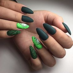 Nail Art magnetic designs for fascinating ladies. Dark Green Nails, Dark Nails, Matte Nails, Acrylic Nails, Nail Art Design Gallery, Best Nail Art Designs, Black Nail Polish, Glitter Nail Polish, Nail Polish Hacks