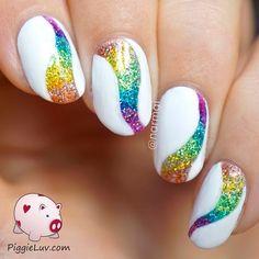 diseños de uñas blancas con colores