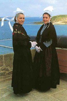 Pays de Saint-Malo, Ille-et-Vilaine, Brittany, France Louisiana Creole, European Costumes, Roman Theatre, Costumes Around The World, Monaco, Folk Costume, People Of The World, Traditional Dresses, Folklore