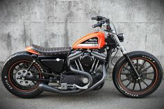 Harley-Davidson XL 883R Sportster 2002/03 | Blacked out fork legs & rims | Cut off fender struts | Aftermarket exhaust & air filter | 8 liters (2.5 gl) gas tank | Chain drive conversion