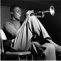 Jazz great Miles Davis, Hackensack, New Jersey, photo by Francis Wolff Jazz Artists, Jazz Musicians, Music Artists, Miles Davis Poster, Francis Wolff, Looks Hip Hop, Kind Of Blue, Poster Art, Jazz Poster