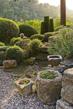 Serenity site. Oh my!  Wish I was looking at this whilst leaning back on a brightly cushioned rustic blue bench, journal in lap and my feet resting on an old stone pot.