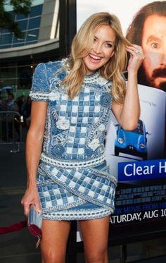 Kate Hudson gekleed in Balmain bij de première van Clear History in Californië, een film waarin ze samen met Eva Mendes speelt.