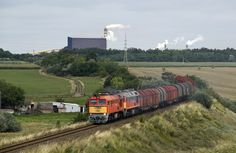 Detoured train The M62 231 and M62 315 of MÁV ( Hungarian State Railways ) hauls detoured freight trains to Rétszilas.
