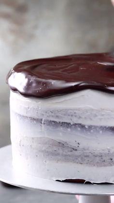Oreo Cookies & Cream Cake Recipe - Sugr's Desserts - Süße Death By Chocolate Cake, Chocolate Chip Cookie Mix, Cookies N Cream Cake Recipe, Oreo Recipe, Oreos, Baking Recipes, Cookie Recipes, Oreo Cake, Oreo Cookies