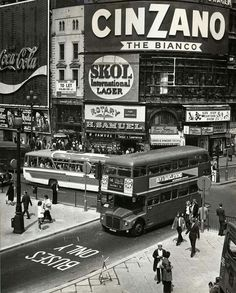 On 14 May Piccadilly Circus established its first 'Buses Only' lane - pictured here on its inaugural day of operation. London Pictures, London Photos, Old Pictures, Old Photos, Vintage Photos, Vintage London, Old London, London Bus, London City