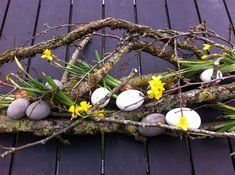 Forår og påske - www. Spring Sign, Spring Garden, Holiday Crafts, Tablescapes, Pony, Diy And Crafts, Easter, Wreaths, Display
