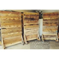 The post Rolling pallet walls. 2019 appeared first on Pallet ideas. Pallet Backdrop, Wall Backdrops, Pallet Furniture, Pallet Walls, Furniture Projects, Movable Walls, Church Stage Design, Craft Show Displays, Display Ideas