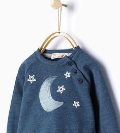 Sweat-shirt brodé d'une lune et des étoiles de Zara
