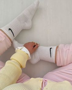 821 Likes, 94 Comments - Midsize Fashion Socks Outfit, Outfits For Teens, Pink Outfits, Brandy Melville Outfits, Pretty Girl Rock, Trendy Fashion, Fashion Outfits, Good Vibe, Pastel Outfit