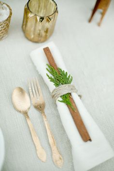 A cinnamon stick and winter greenery table setting. Very intimate, sweet, and perfect for a DIY table setting. Wedding Table, Rustic Wedding, Wedding Reception, Wedding Ideas, Surprise Wedding, Wedding Place Settings, Festival Camping, Decoration Table, Christmas Wedding