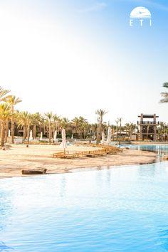 Urlaub in Ägypten in Marsa Alam / Port Ghalib - Siva Port Ghalib - RED SEA HOTEL! Top Hotel mit einer riesigen  Salzwasserschwimmlagune, Wasserrutschen & Lazy River. Das Hotel liegt direkt an einem privaten Sandstrand. An der langen malerischen Küste mit idealen Schnorchelmöglichkeiten. In der nahegelegenen, modernen Marina finden Sie verschiedene Geschäfte, Restaurants und Bars.  #egypt #salzwasserlagune #portghalib #marina #urlaub #hotel #tipp #meer #rotesmeer #reisen #palmen Marsa Alam, Das Hotel, Am Meer, Red Sea, Dream Vacations, Strand, Egypt, Hotels, Beach