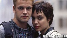 Back in 1995 Angelina Jolie fell for her British co-star Johnny Lee Miller while filming Hackers. The next year, at just 20 years old, Angelina wed Miller . Hackers Angelina Jolie, Movie Stars, Movie Tv, Johnny Lee, Thing 1, Ex Machina, Le Jolie, Cultura Pop, Celebrity Couples