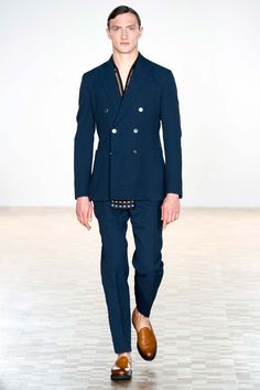 double-breased navy suit, Hardy Amies Spring 2016 Menswear Collection // classic menswear suit style + fashion