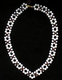 Free pattern for beaded necklace Classic   U need: seed beads 11/0 pearls 6 mm