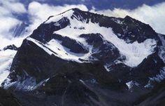 """#ओम #पर्वत, जहां प्रकृति स्वयं जाप करती हैं """"ऊँ"""" का  प्राचीन पौराणिक आख्यानों में कहा गया है कि इस पूरे विश्व में आठ स्थानों पर प्राकृतिक रूप से ओम बना हुआ है। इनमें से अभी तक सिर्फ एक ही जगह कैलाश मानसरोवर पर स्थित ओम को ढूंढा जा सका है। कैलाश मानसरोवर की यात्रा पर जाते समय एक बर्फीले पर्वत पर प्राकृतिक रूप से बने इस ओम को स्पष्ट देखा जा सकता है।  पश्चिमी नेपाल के दरचुला जिले तथा उत्तराखंड के पिथौरागढ़ जिले में स्थित हिमालय की पर्वतमाला में यह पर्वत आता है। इसे छोटा कैलाश भी कहा जाता…"""