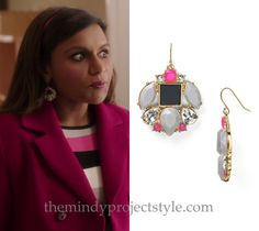 """Mindy coordinated her earrings perfectly with her dress in """"Lahiri Family Values""""!"""