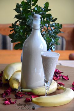 Likier bananowy, likier bananowy z mlekiem skondensowanym, likier bananowy na… Dessert Drinks, Yummy Drinks, Christmas Food Gifts, Polish Recipes, Polish Food, Irish Cream, Smoothie Drinks, Homemade Gifts, Good Food
