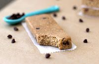 Healthy Homemade Chocolate Chip Cookie Dough Protein Bars. Yummy and healthy? Okay.