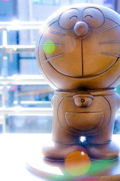 Doraemon bronze statue at Oporito station