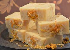 Měsíčkové mýdlo   brydova.cz Pavlova, Diy And Crafts, Soap, Herbs, Homemade, Handmade Soaps, Herb, Hand Made, Diy