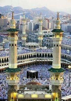 An effort to make people aware of the beauty of Islam. Masjid Al Haram, Mecca Masjid, Mecca Madinah, Sacred Architecture, Mosque Architecture, Srinagar, Islamic Images, Islamic Pictures, Beautiful Mosques