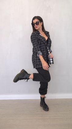 A @nahcardoso não perdeu tempo e já provou os looks da nossa nova coleção. Look Fashion, Womens Fashion, Luanna, Moda Online, Visual Merchandising, Dr. Martens, Poses, Picsart, Casual Looks